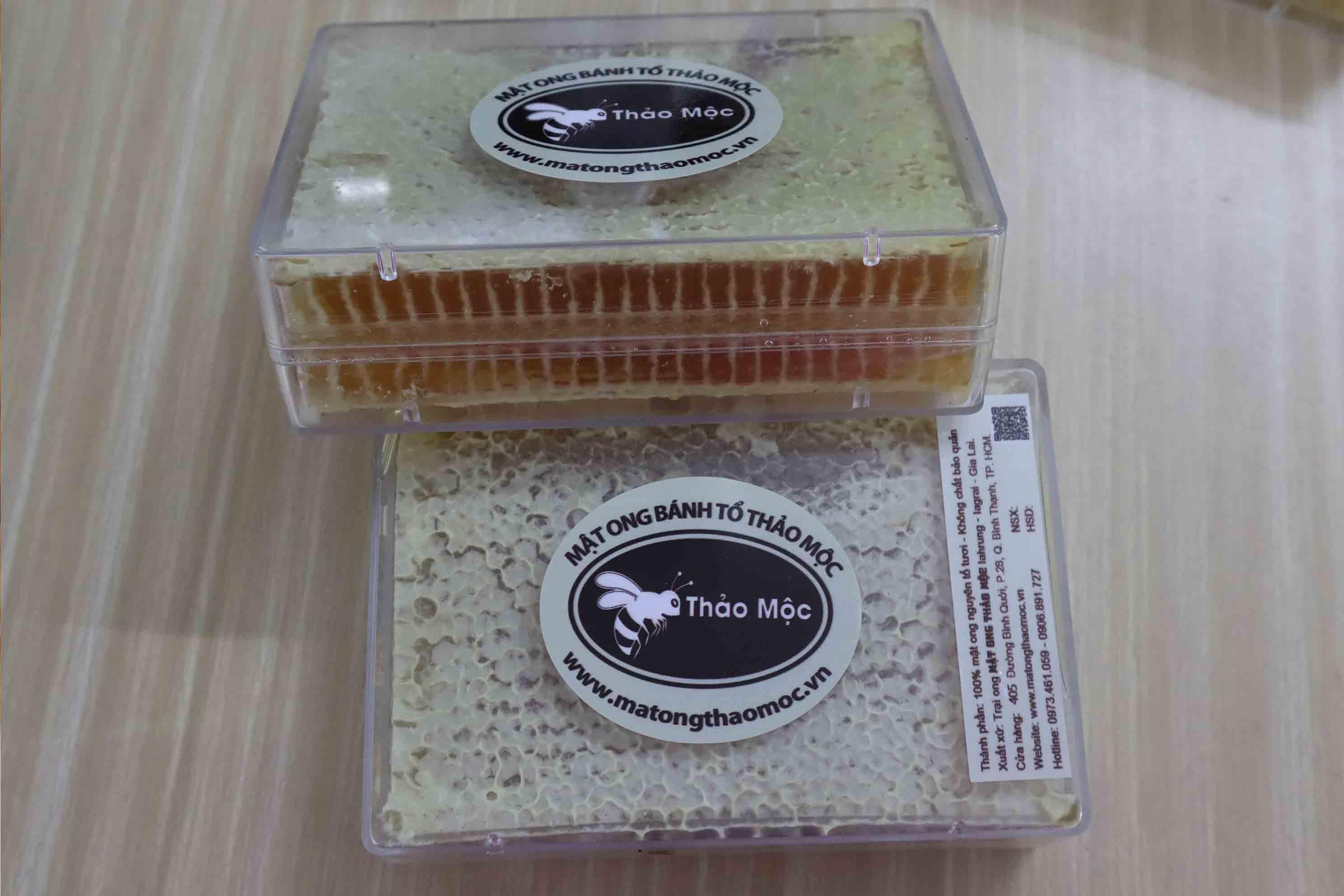Mật Ong Bánh Tổ Thảo Mộc  Hộp 600gr Tặng 2 Hũ Mật Ong